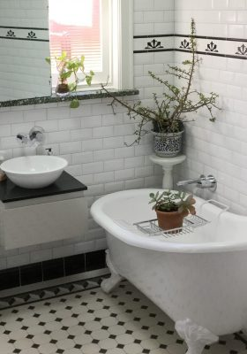 BEVEL WALL TILES + SUNRISE BORDER - OXLEY PATTERN SOFT WHITE OCTAGON + DECO BORDER + INFILL