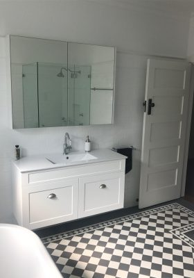 CHECKERBOARD PATTERN - DARK GREY & SUPER WHITE + NORWOOD BORDER + ENCAUSTICS + INFILL - WHITE CAPPING + PENCIL BORDER + SUBWAY WALL TILES
