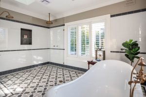 FITZROY PATTERN + RITZ BORDER + INFILL - SUBWAY WALL TILES + CAPPING, BORDER AND SKIRTING - TESSELLATED TILES